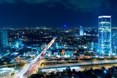 夜の街、夜、交差点のトラフィックにテル ・ アビブ