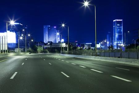 夜の空高速道路 報道画像