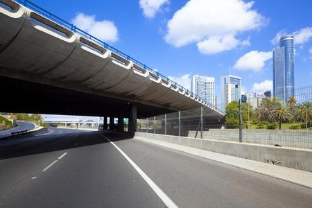 ramat aviv: Empty freeway - Ayalon freeway