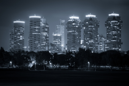 Luxus-Gebäude in Tel Aviv, Schwarz und Weiß Getönt - Nord Tel Aviv Standard-Bild