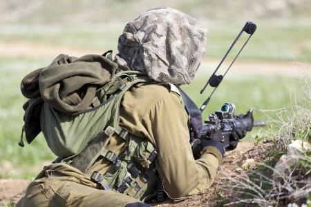 Israel Defense Forces - Fallschirmjäger-Brigade während des Trainings Standard-Bild - 15465343