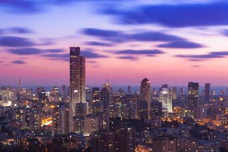 Tel Aviv und Ramat Gan Skyline bei Sonnenuntergang Standard-Bild - 19900307