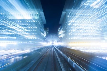 tunnel di luce: Velocit? di movimento di notte in luce blu Archivio Fotografico