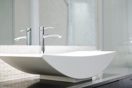 white bathroom: Modern luxury bathroom