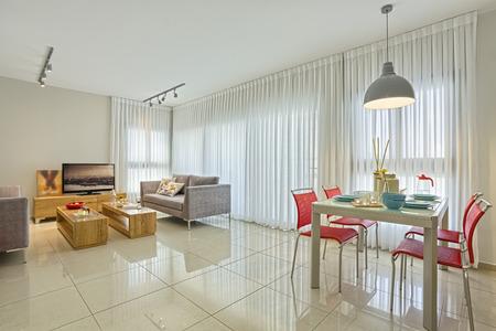 Luxusní moderní obývací pokoj a jídelna