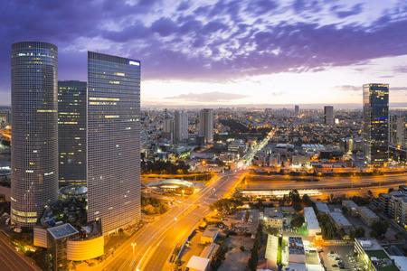nighttime: Paisaje urbano de Tel Aviv - vista de Tel Aviv en la puesta del sol