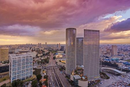 Tel Aviv Stadtbild - Blick auf Tel Aviv bei Sonnenuntergang Standard-Bild - 63981542