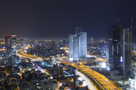 Tel Aviv Skyline At Night, Skyscraper and Ayalon Freeway Standard-Bild