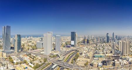 Panoramiczne ujęcie Tel Awiwu i Ramat Gan Skyline w dzień. Widok z lotu ptaka na panoramę miasta Tel Awiw Zdjęcie Seryjne