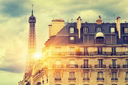 The Eiffel tower under sun light / Sunrise In Paris Standard-Bild