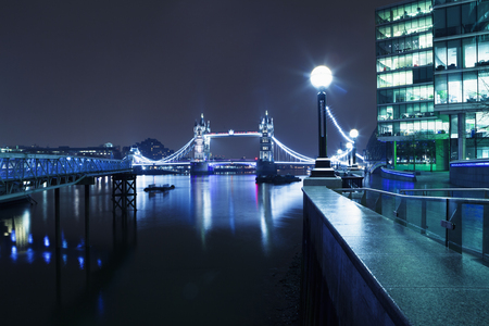 London At Night, Tower Bridge at Night, London, Standard-Bild - 104816938
