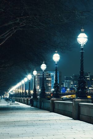 London street  At Night, Uk, Britain Standard-Bild