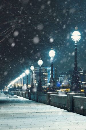 Snow In London, London Street  At Night, Uk, Britain Standard-Bild