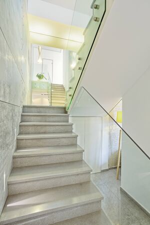 View of  marble stairs in modern house- Home Styling Standard-Bild