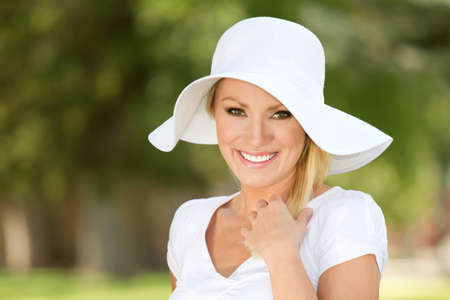 25 to 30: A young blonde smiling woman outside