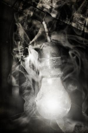 ghost face: Abadoned casa d'epoca con volto fantasma demoniaco