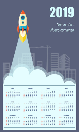 Latin-American business calendar for wall 2019 year on the blue construction background with the starting rocket. Business start up concept. Spanish language. Week starts on Sunday. Standard-Bild - 110796202