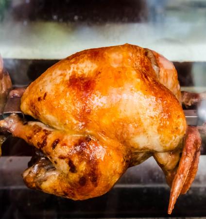Huhn griling in den Ofen Lizenzfreie Bilder