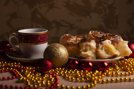 New Year's and Christmas arrangement with colorful decoration of coffee and American apple pie Stockfoto