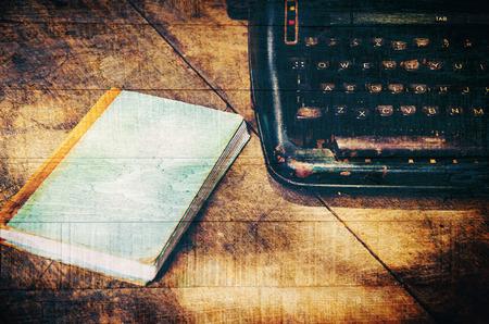 cartas antiguas: primer plano de la m�quina de escribir de la vendimia de estilo retro