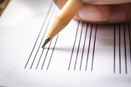 hand on music sheet Standard-Bild
