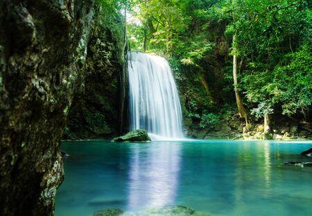 waterval in diep bos, thailand