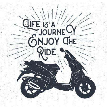 """Hand getrokken geweven label met scooter vector illustratie en """"Het leven is een reis. Geniet van de rit"""" inspirerende belettering."""