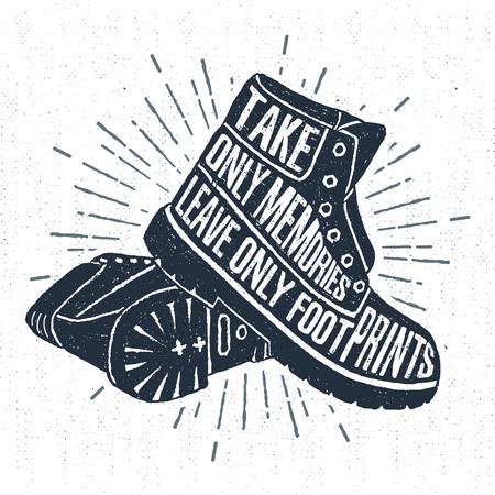 """Mano etiqueta dibujada con botas de textura ilustración vectorial y """"sólo lleve recuerdos dejar sólo huellas"""" letras inspirador. Ilustración de vector"""