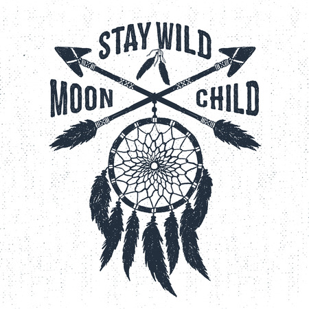 """Dibujado a mano la etiqueta tribales con textura sueño receptor ilustración vectorial y """"Stay, luna niño salvaje"""" letras de inspiración."""