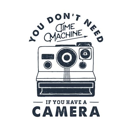 手の描かれた 90 年代インスタント カメラをテーマにしたバッジ テクスチャ ベクター グラフィックと感動的なレタリングの「カメラを持っている場