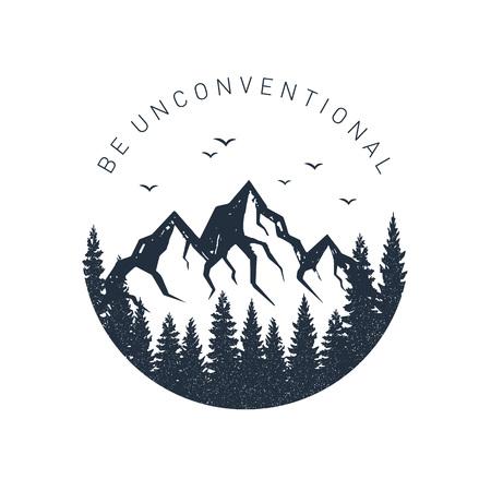 """Hand getekend inspirerende label met pijnbomen en bergen getextureerde vectorillustraties en """"Wees onconventioneel"""" belettering."""