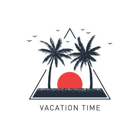 """Hand getekend reizen badge met palmbomen getextureerde vectorillustratie en """"Vakantietijd"""" inspirerende belettering."""