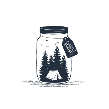 """Hand getekend reizen badge met pijnbomen in een pot getextureerde vectorillustratie en """"Verzamel momenten"""" inspirerende belettering."""