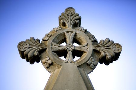 croce celtica: Dettaglio della croce celtica di arenaria marcatore tomba nel cimitero Archivio Fotografico