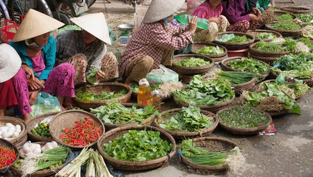 hoi an: Outdoor markets in the streets of Hoi An, Vietnam