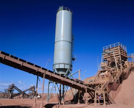 mineria: Vista de la planta de procesamiento de la miner?de oro en el desierto de Australia