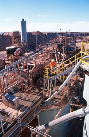 mining gold: View of Gold Mining processing plant in the desert of Australia