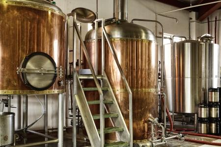 brouwerij: Interieur uitzicht op kleine micro brouwerij verwerking en opslag