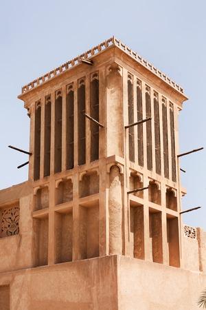 comprised: Bastakiya Quarter, Dubai si trova a Bur Dubai verso l'estremit� meridionale di questo corso d'acqua, Bastakiya Quarter � composto da edifici pi� antichi nella metropoli