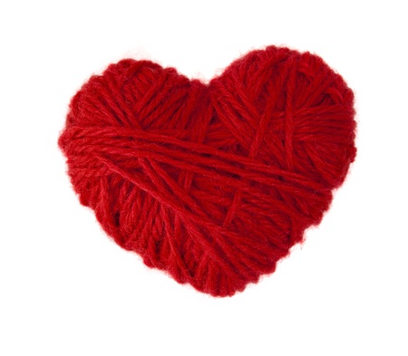 a heart made of red wool yarn Imagens