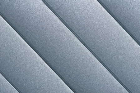lineas rectas: De cerca los detalles de la plata gris persiana puerta con líneas de rayas paralelas