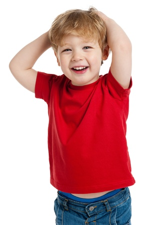Muchacho sonriente feliz en la camiseta roja disparo en el estudio sobre un fondo blanco. Foto de archivo - 20831421