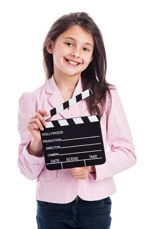 Mooi jong meisje, lachend naar de camera terwijl een film makers clapperboard. Geïsoleerd op studio witte achtergrond. Stockfoto