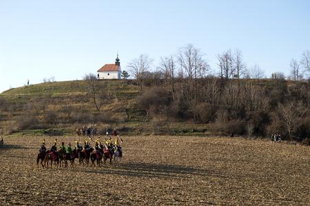 reenact: Tvaro?n�, Rep�blica Checa - 28 de noviembre: los fans de la historia en trajes militares promulgan de nuevo la batalla de Austerlitz, Napole�n gan� en 1805, el 28 de noviembre 2009, cerca de la aldea de Tvarozna, Repuplic Checa.