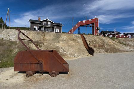 camion minero: Antiguo camión minero óxido en el campamento de la mina de cobre, Foldall, Noruega Foto de archivo