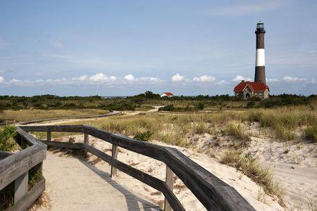 Ruta de acceso para el famoso faro de Fire Island situado en Fire Island National Seashore, Long Island, Nueva York  Foto de archivo - 7905429