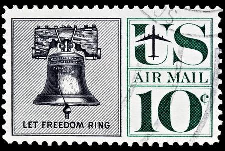 sello postal: Campana de la Libertad correo a�reo sello postal fue emitido en 1960