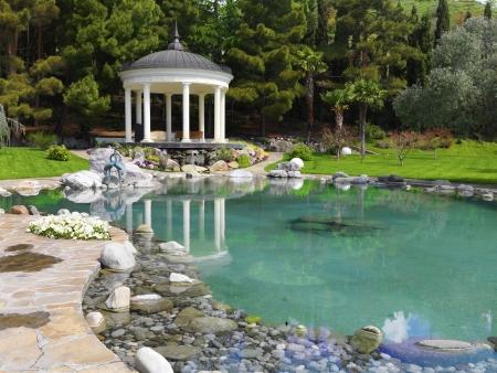 bassin jardin: jardin avec �tang dans un style asiatique