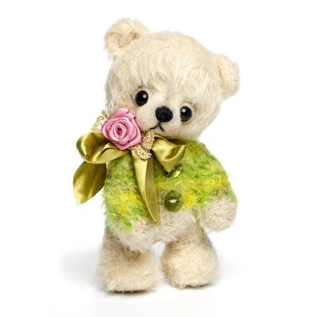osos de peluche: Oso de peluche de estilo vintage clásico aislado en el fondo blanco