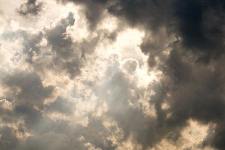 strom: Dark sky and sunshine
